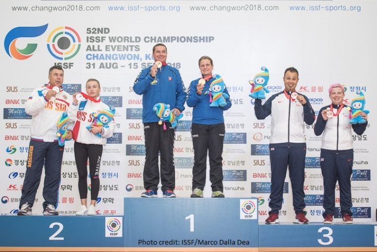 Aaron Heading and Kirsty Barr winning Bronze.